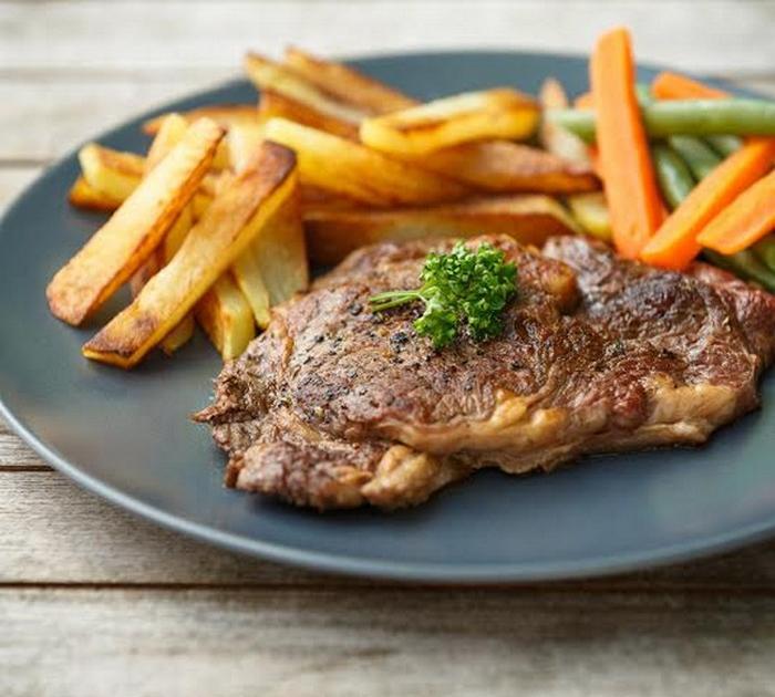 entrecote-grillee-et-frites-maison